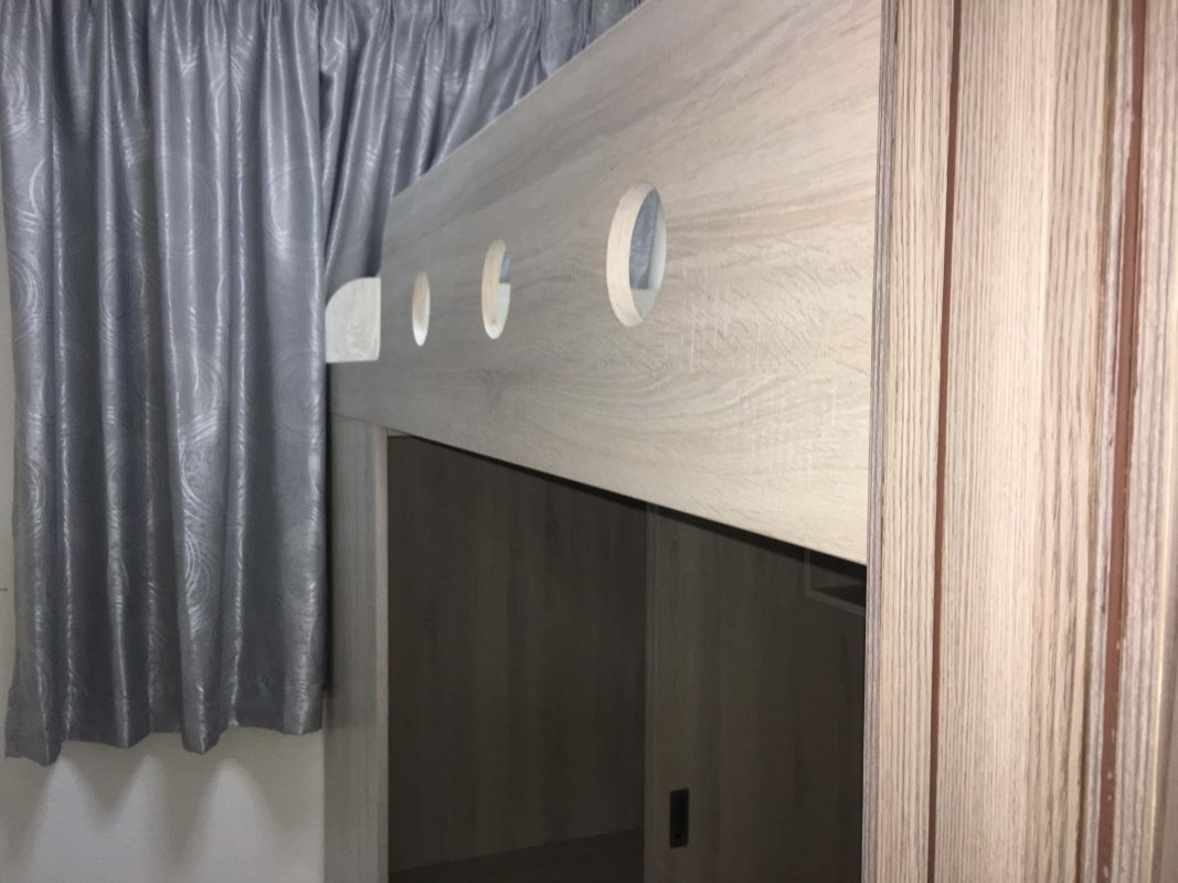 客人在睡房的訂造傢俬有: 上床下衣櫃+書枱/ 組合床/上下床/碌架床/L形床/雙層床