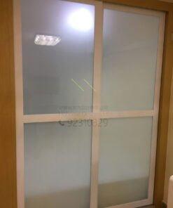 客人在客廳的訂造傢俬有: 客廳/ 特色間房趟門