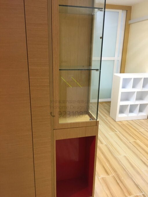 客人在客廳的訂造傢俬有: 隱形門/ 神台櫃/ 客廳貯物櫃/ 飾物櫃/ 書櫃