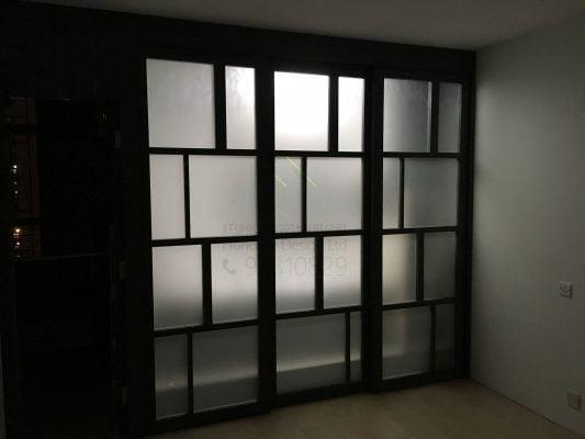 客人在客廳的訂造傢俬有: 客廳/ 間房牆/ 特色間房趟門