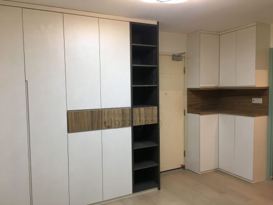 客人在客廳的訂造傢俬有: 轉角櫃/ 客廳貯物櫃/ C字櫃/ 客廳儲物櫃