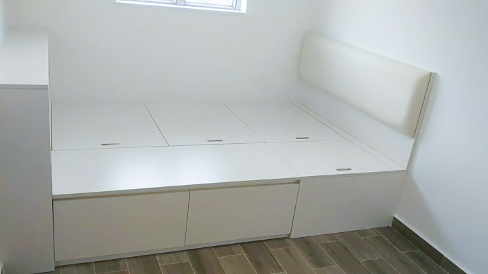 客人在睡房的訂造傢俬有: 睡房/ 床/ 床頭板/ 地台床/ 榻榻米/ 油壓床/ 睡房貯物櫃