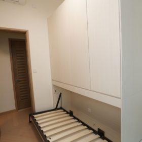 客人在睡房的訂造傢俬有: 變形傢俬/ 床/ 側翻隱形床/ 睡房貯物櫃/ 衣櫃