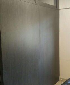 客人在客廳的訂造傢俬有: 客廳/ 間房牆/ 特色間房趟門/ 活動透氣氣窗