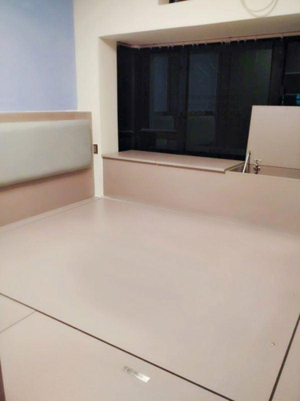 客人在睡房的訂造傢俬有: 睡房/ 床/ 床頭板/ 地台床/ 榻榻米/ 油壓床/ 電動油壓床/ 睡房貯物櫃/ 窗台櫃