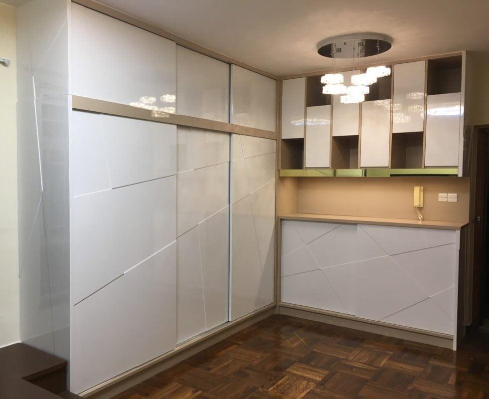 客人在客廳的訂造傢俬有: 焗漆傢俬/ 客廳貯物櫃/ C字櫃/ 客廳儲物櫃