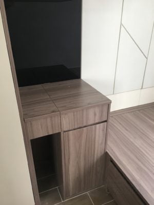 客人在睡房的訂造傢俬有: 睡房/ 床頭板/ 睡房貯物櫃/ 梳妝枱