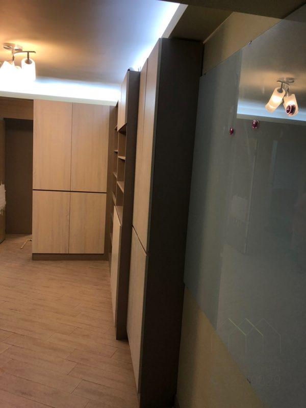 客人在客廳的訂造傢俬有: 客廳/ 客廳貯物櫃/ 客廳儲物櫃/ 書櫃/ 鞋櫃