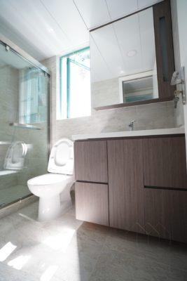 客人在睡房的訂造傢俬有: 浴室櫃/ 床/ 地台床/ 榻榻米/ 油壓床