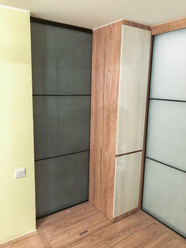 客人在睡房的訂造傢俬有: 房趟門/ 客廳/ 特色間房趟門