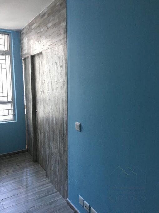 客人在睡房的訂造傢俬有: 房趟門/ 間房牆