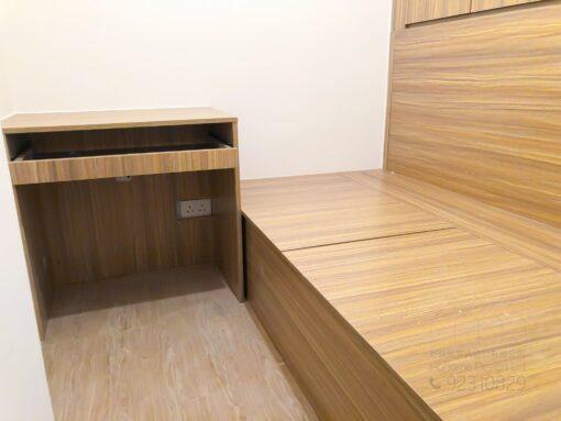客人在睡房的訂造傢俬有: 雙面櫃/ 間房櫃/ 床/ 地台床/ 榻榻米/ 睡房貯物櫃/ 衣櫃/ 檯/ 書檯