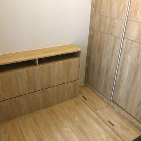 客人在睡房的訂造傢俬有: 睡房/ 床/ 地台床/ 榻榻米/ 油壓床/ 睡房貯物櫃/ 床頭櫃/ 衣櫃/ 檯/ 書檯/ 梳妝檯