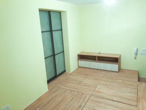客人在客廳的訂造傢俬有: 房趟門/ 特色間房趟門/ 客廳貯物櫃/ 客廳榻榻米/ 電動升降檯/ 客廳儲物地台