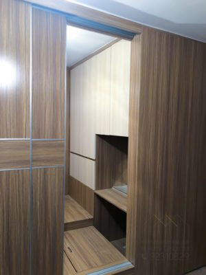 客人在睡房的訂造傢俬有: 雙面櫃/ 客廳/ 間房櫃/ 特色間房趟門/ 視聽組合 / 電視櫃/ 床/ 地台床/ 榻榻米/ 油壓床/ 睡房貯物櫃/ 衣櫃/ 檯/ 梳妝檯