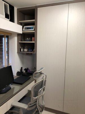 客人在睡房的訂造傢俬有: 房趟門/ 特色間房趟門/ 書櫃/ 睡房貯物櫃/ 衣櫃/ 書櫃 / 飾物櫃/ 檯/ 書檯