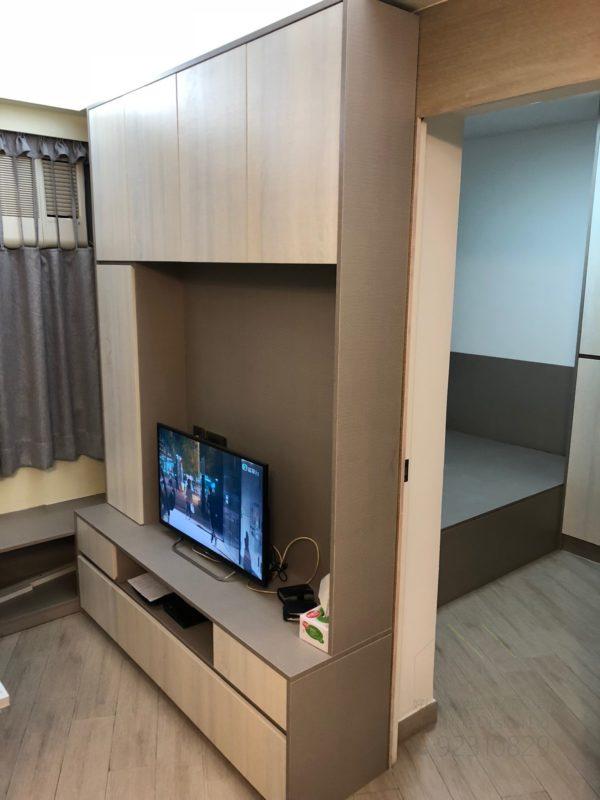 客人在睡房的訂造傢俬有: 客廳/ 客廳貯物櫃/ 視聽組合 / 電視櫃/ 床/ 床頭板/ 地台床/ 榻榻米/ 油壓床