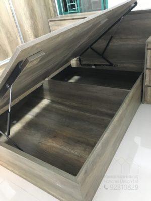 客人在睡房的訂造傢俬有: 睡房/ 床/ 地台床/ 榻榻米/ 油壓床/ 睡房貯物櫃/ 梳妝枱/ 床頭櫃