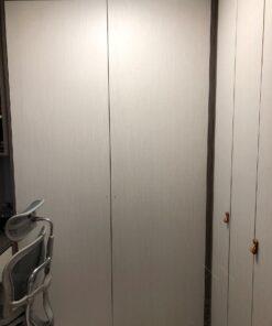 客人在睡房的訂造傢俬有: 房趟門/ 特色間房趟門/ 書櫃/ 睡房貯物櫃/ 衣櫃/ 書櫃 / 飾物櫃