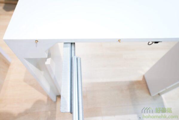 伸縮桌枱兩邊拼合的孔位