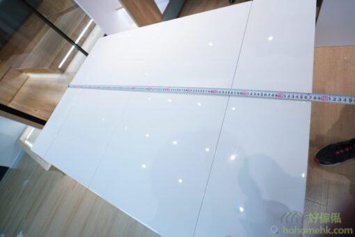兩塊枱面板放下時,伸縮餐枱的長度是1370