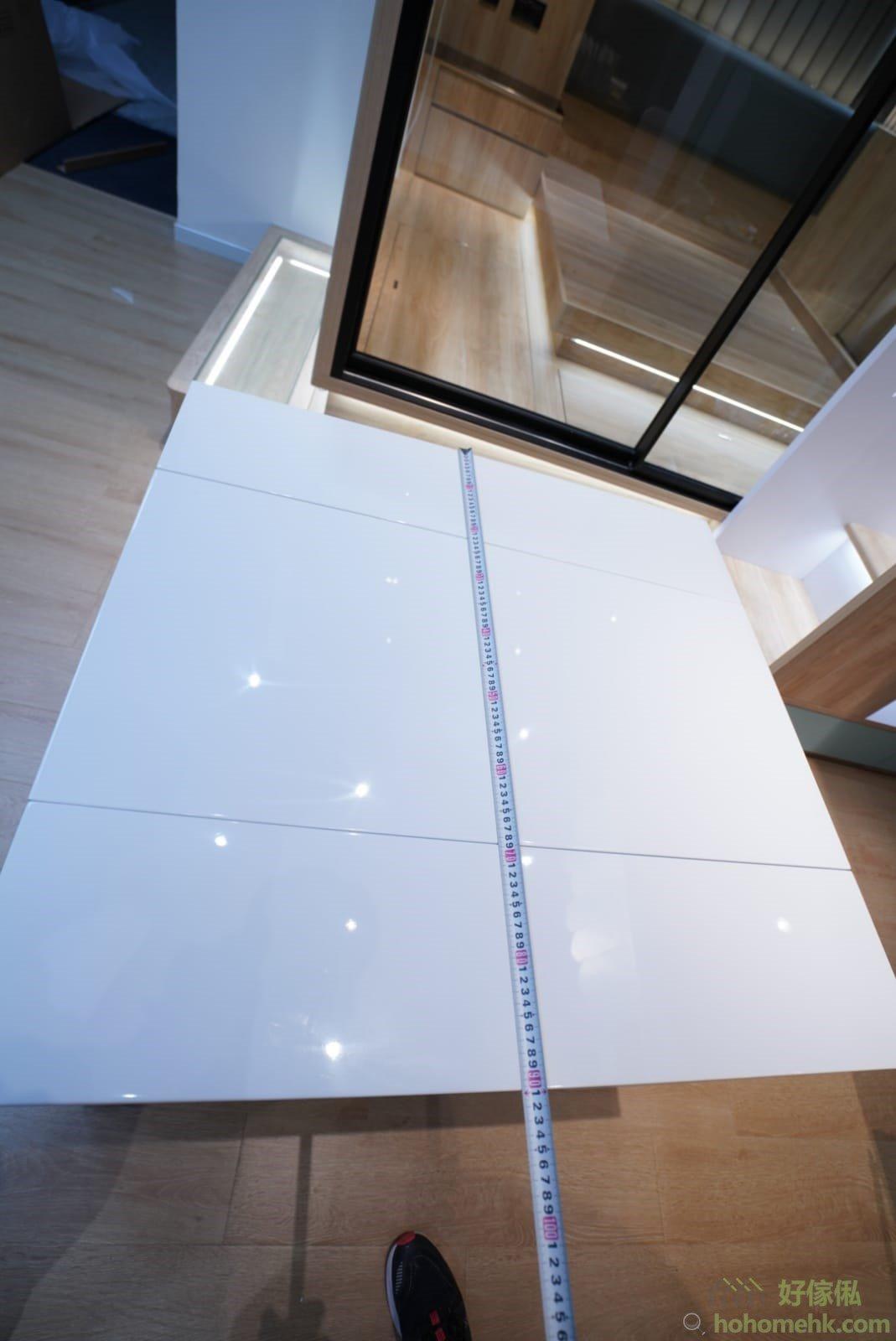 一塊枱面板放下時,伸縮餐枱的長度是