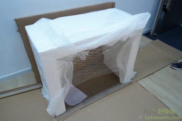 拿走4公分厚的發泡後還會有薄膜保護伸縮餐桌