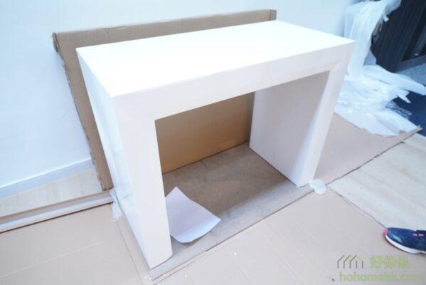 完全打開包裝後的伸縮餐桌