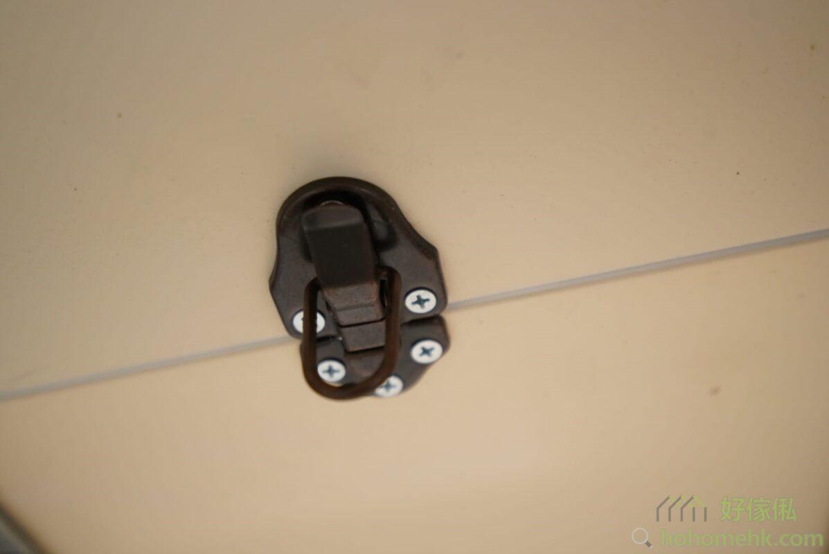 拆起包裝後記得把枱底的鎖扣鬆開