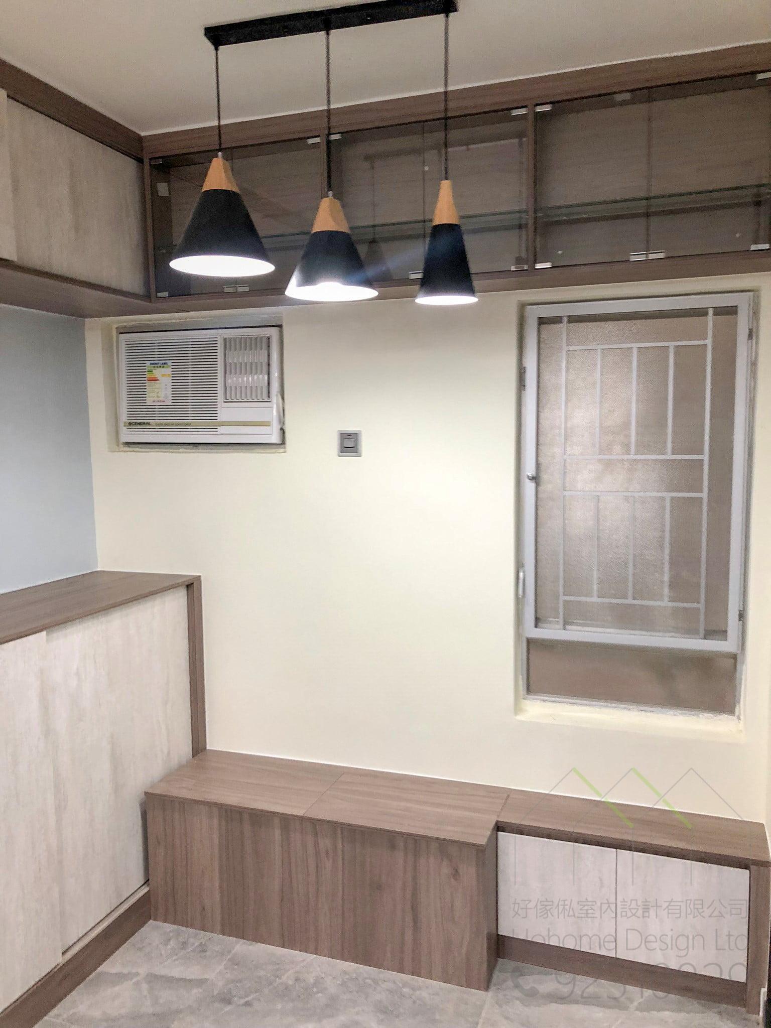 榻榻米及玻璃飾櫃