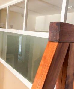 閣樓磨沙玻璃圍板