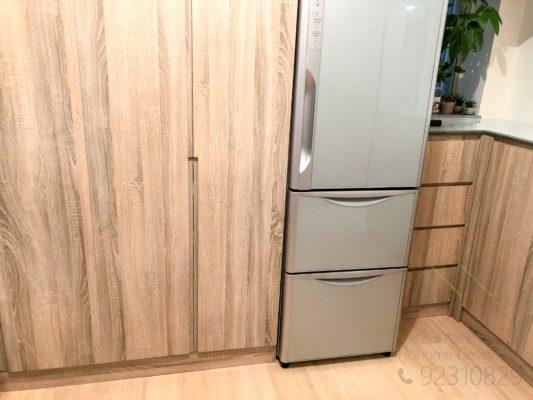 雪櫃放在廳櫃中