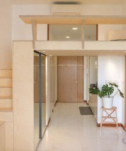 閣樓連書枱的設計,搭配樓梯櫃偷出更多可用空間