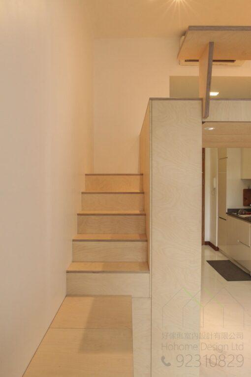 這是可以上上層閣樓的樓梯櫃梯級位置