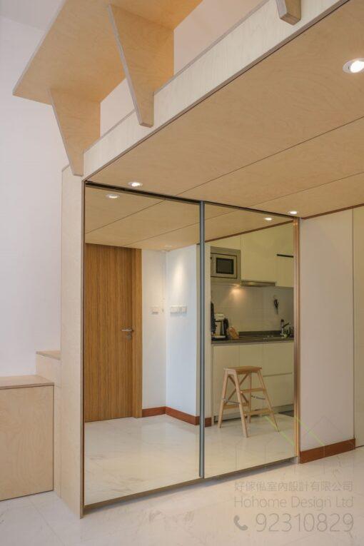 閣樓下層的衣櫃,我們選用了鏡趟門的設計,可以增加房間的空間感。