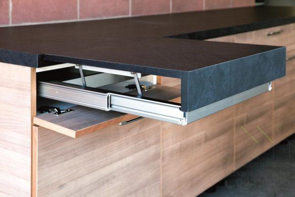 全水平伸縮枱 適合裝在書枱或廚櫃中 訂造傢俬必備,適合應用在訂造儲物櫃、廚櫃及伸縮枱或其他由我們設計師建議的訂造傢俬之上