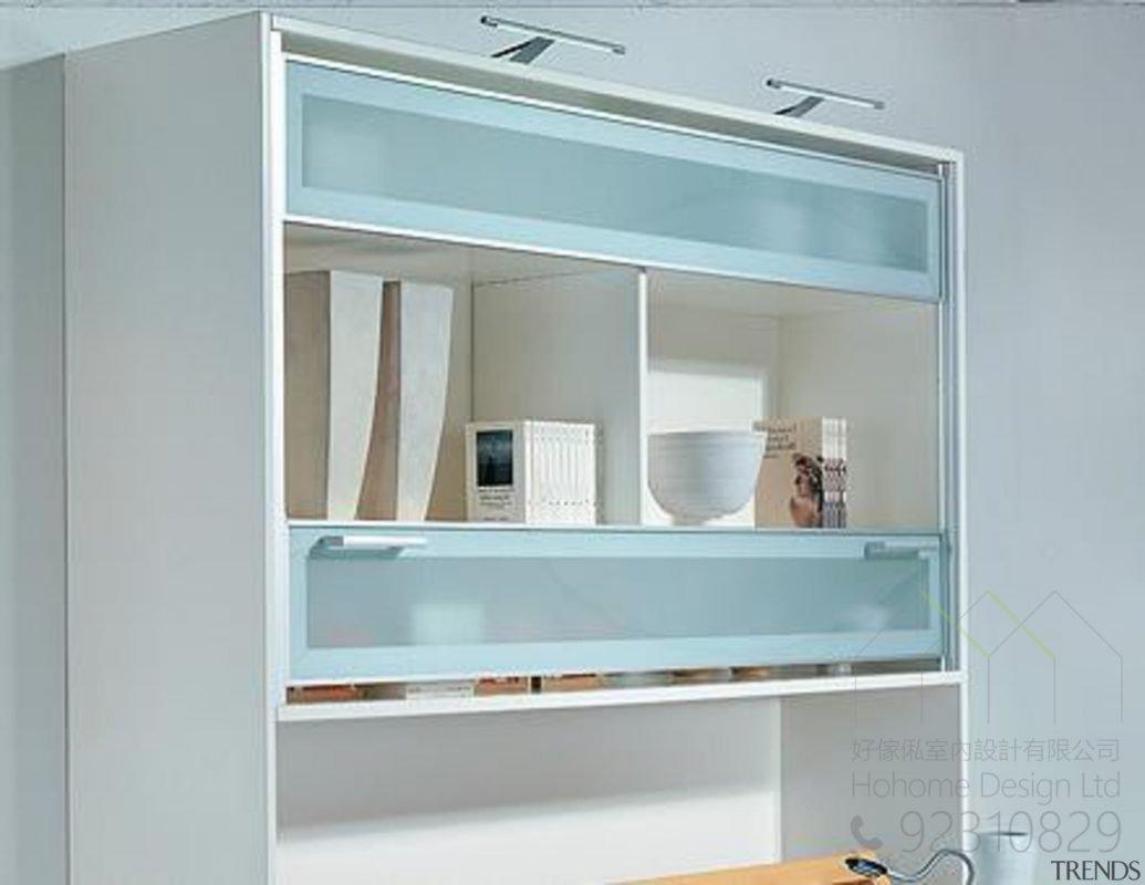 上下活動趟門系統打造隱藏式電視機櫃,適合應用在訂造書櫃及電視櫃或其他由我們設計師建議的訂造傢俬之上