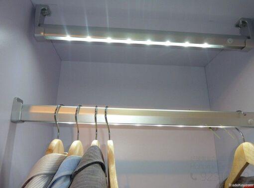 智能感應燈 – 訂造衣櫃和廚櫃必備五金,適合應用在訂造智能家居 / 智能家具、廚櫃及衣櫃或其他由我們設計師建議的訂造傢俬之上