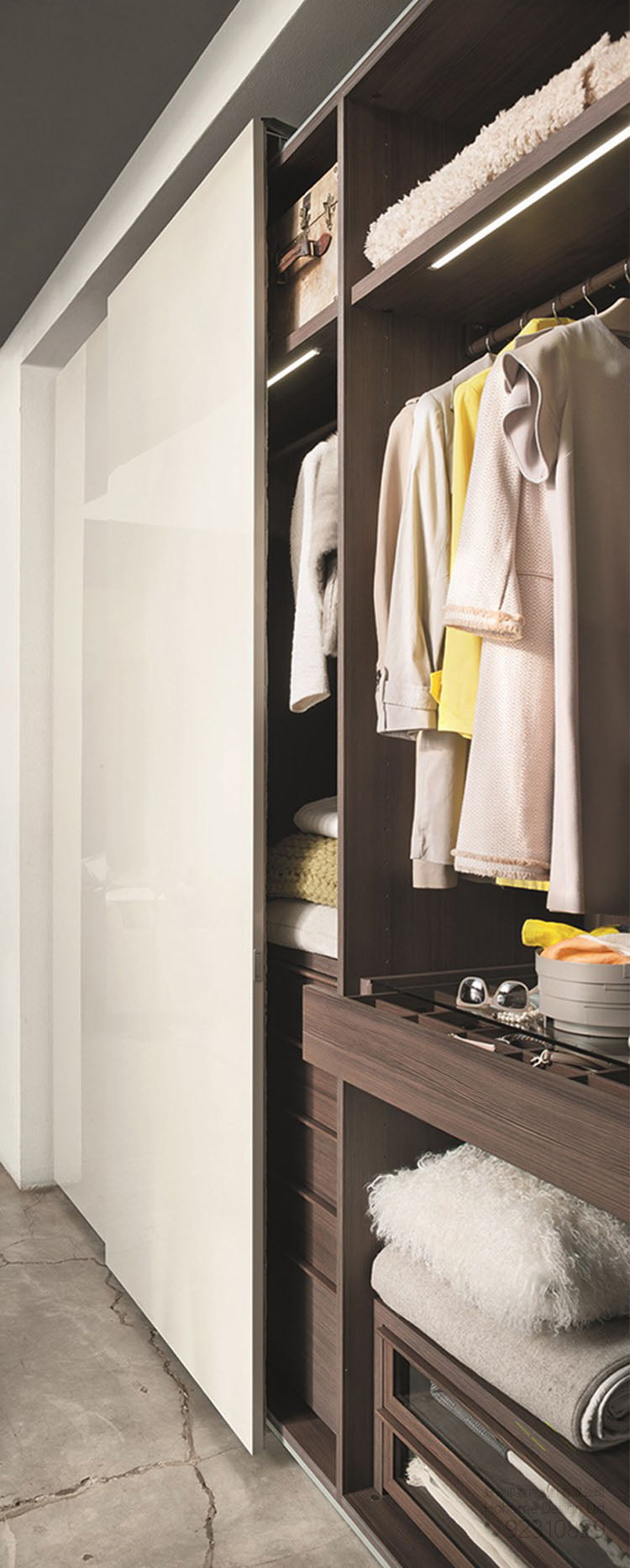 順滑靜音衣櫃電動巴士趟門軌道,適合應用在訂造衣櫃、儲物櫃、智能家居 / 智能家具、電視櫃、鞋櫃及趟門或其他由我們設計師建議的訂造傢俬之上