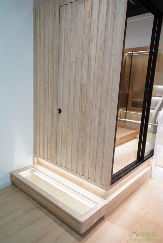 趟門間房的效果,配有隱藏門,可以打造一個整體隱藏的效果。
