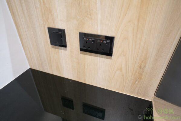 梳妝枱前面的電制位的安裝效果。
