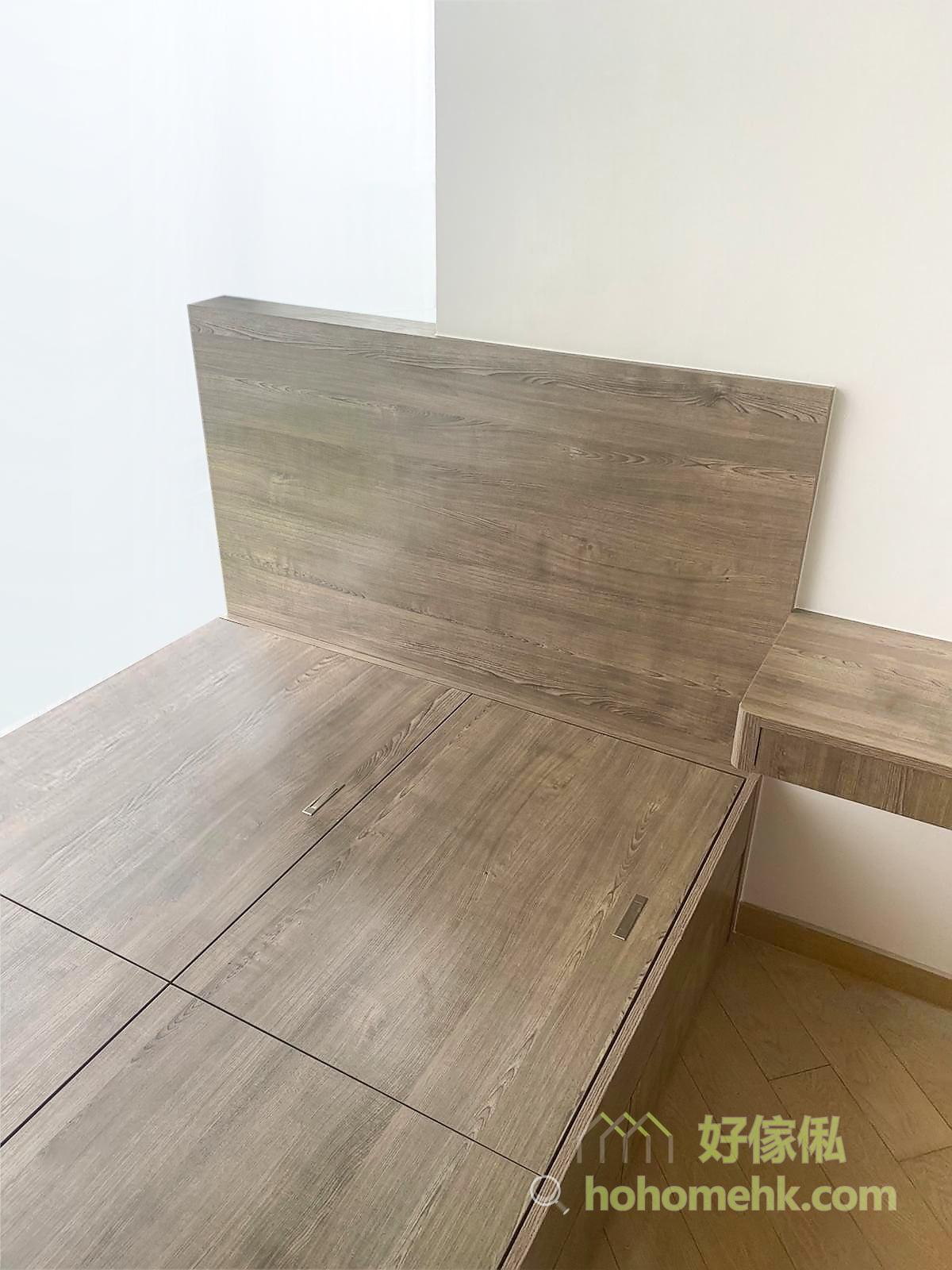 地台床有上翻式儲物空間, 向外那邊亦有抽屜, 適合不同需要