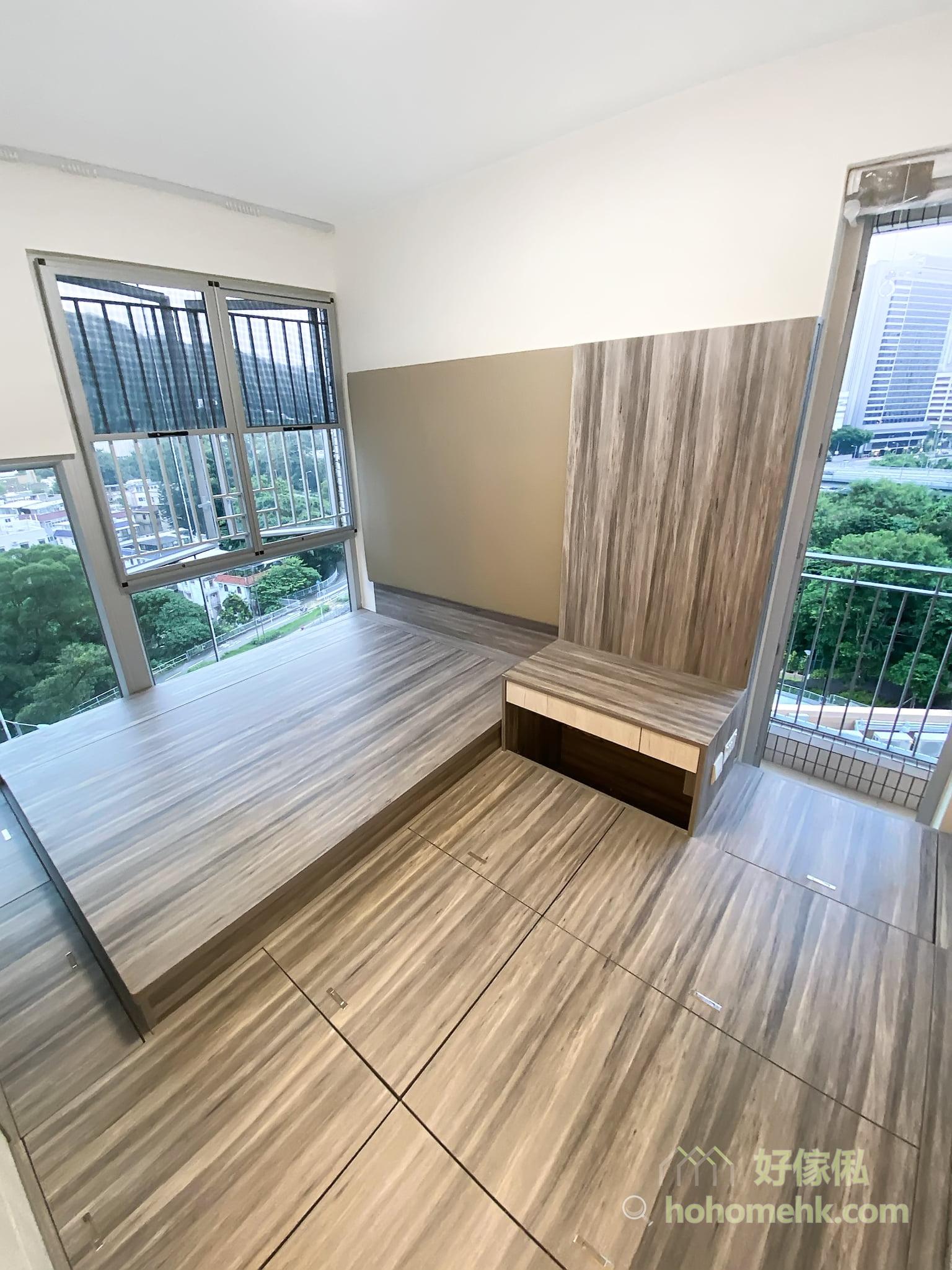 主人房地台床連衣櫃, 梳妝枱, 以地台儲物為主, 善用樓底高度