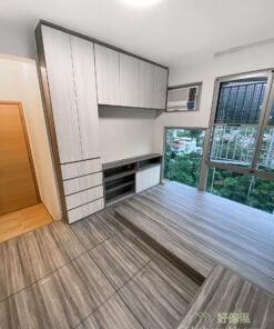 主人房地台床連衣櫃, 梳妝枱, 在睡房擺放的電視櫃最好以簡潔設計為主,不用太多裝飾元素