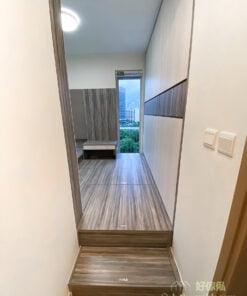 主人房地台床連衣櫃, 梳妝枱, 用裝飾牆統一全房風格