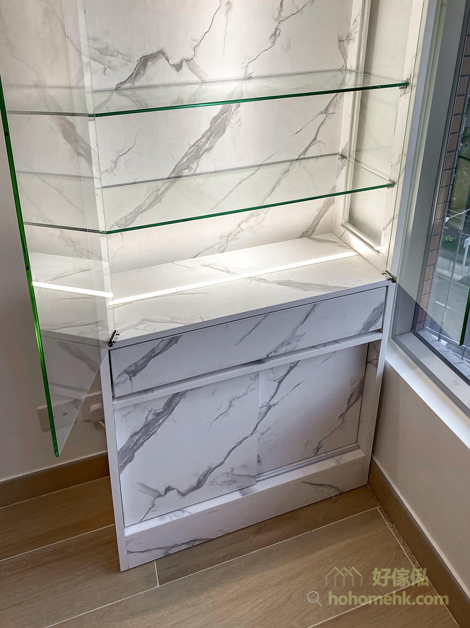 客廳的大理石紋飾物櫃, 飾物櫃下方可造抽屜及趟門櫃, 增加儲物空間