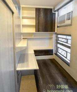 間房有獨立的窗戶和冷氣,睡覺和工作都有舒適的體驗,而且戶主更在間房安排了獨立的照明,基本上與一般的睡房無異