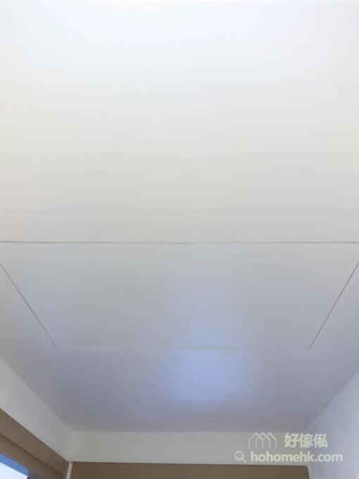 隱藏式設計走廊天花吊櫃, 既可儲物又可修飾橫樑