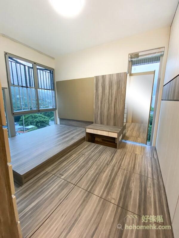 主人房地台床連衣櫃, 梳妝枱, 隱藏式全身鏡方便使用