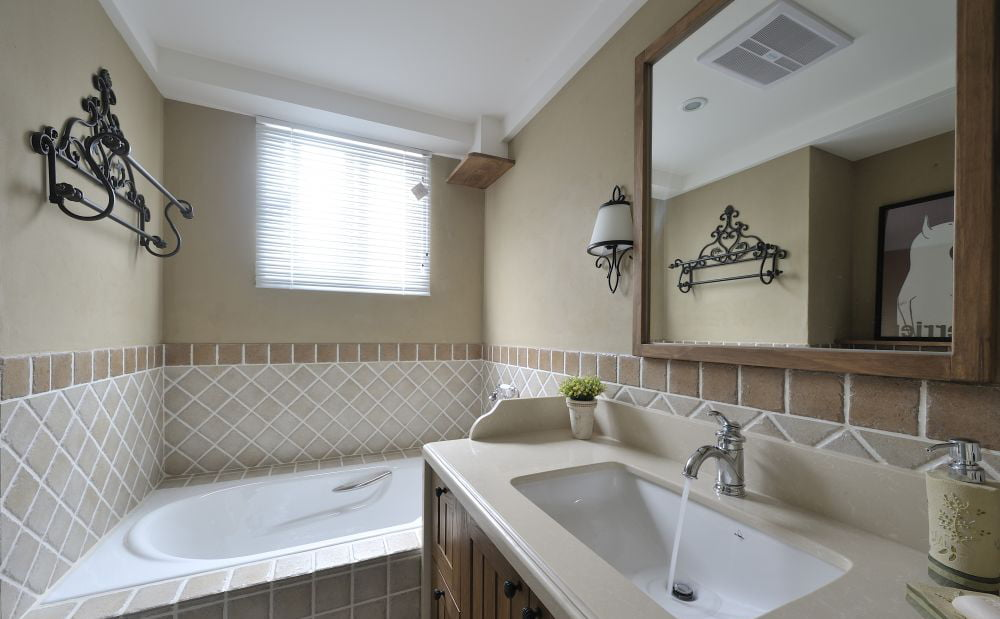 深木色浴室櫃與地櫃配搭, 散發古典美